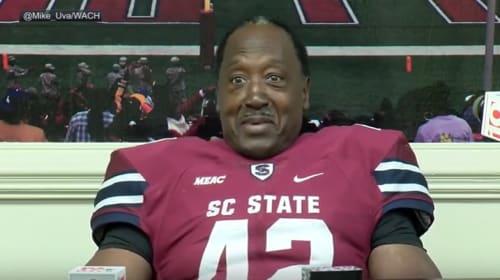 米大学アメフトに最年長55歳のプレイヤーが登場! 36年持ち続けた夢を果たす