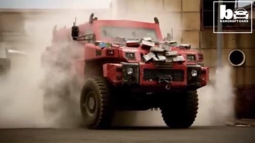 一般人も購入可能!地上最強の超タフなオフロード車がカッコよすぎる【動画】