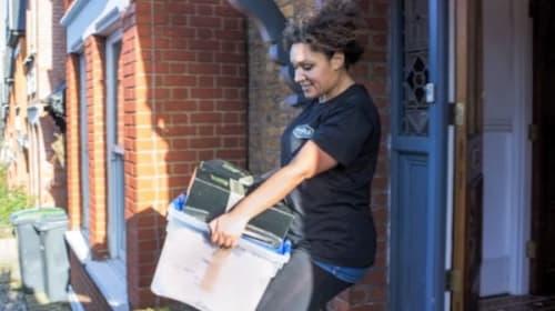 なんと女性従業員だけで運営するロンドンの引越会社!女性ならではの行き届いたサービスに話題沸騰【動画】