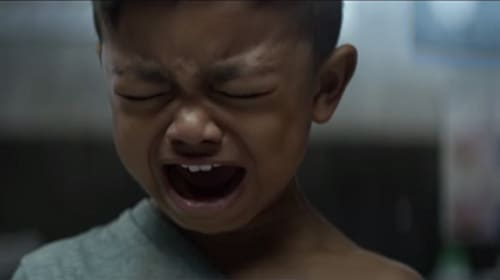 「子どもを泣かせよう」というタイトルの動画、その裏に隠された意味とは?