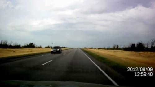 怖すぎるロシアの高速道路!!運転していたら、すぐ目の前にSu-24戦闘機が!?