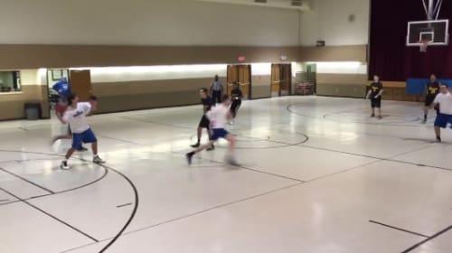 遊びでやってたバスケの試合で神ゴール!あまりにスゴすぎて全米も熱狂【動画】