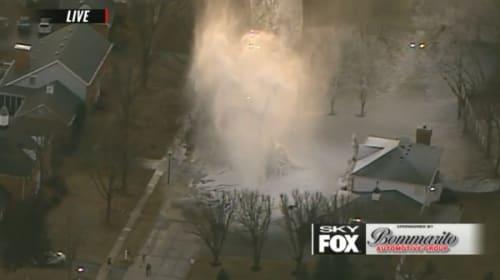寒波が襲う米中西部で水道管が破裂!住宅が厚い氷雪に覆われる【映像】