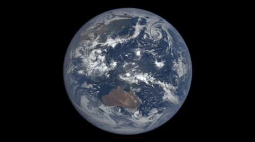NASAが1年間、宇宙から地球を捉え続けたタイムラプス映像が美しすぎる【動画】