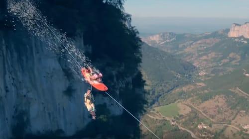 アルプスの山600メートルからダイブ! 空飛ぶサーフボード野郎がマッド過ぎる