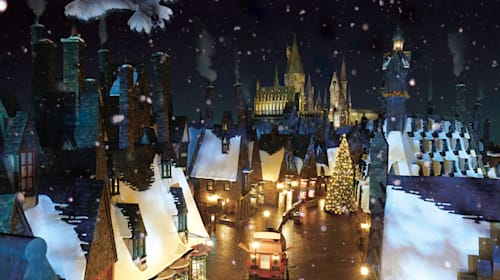【USJ】ハリー・ポッターの世界にクリスマス到来! 魔法界のハッピーホリデーは史上初