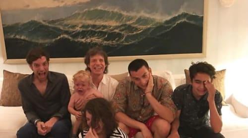 75歳の誕生日を迎えたミック・ジャガーのレアな家族写真が公開