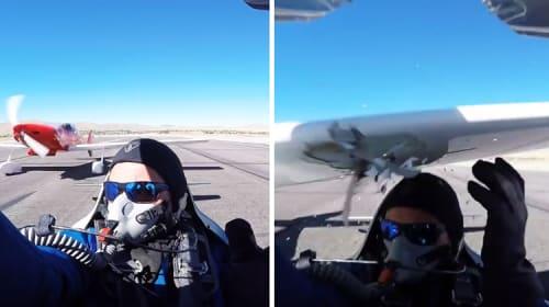 【衝撃!】エアレースであわや大惨事! 離陸直前の飛行機の後ろから後続機が猛スピードで突き進んできた