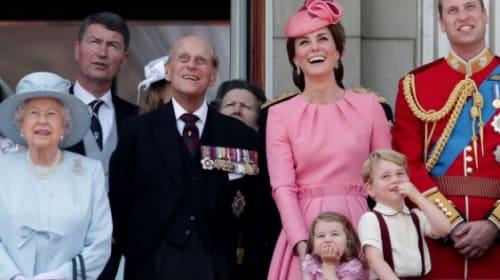 ジョージ王子とシャーロット王女が英王室行事「軍旗分列行進式」で人気をさらう