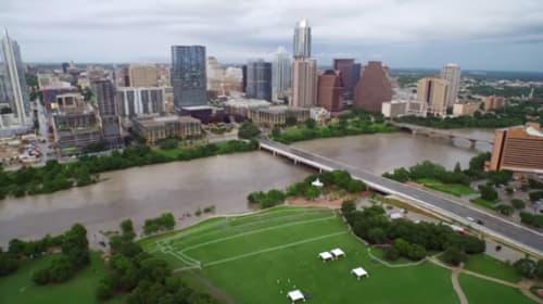 洪水に見舞われた街をドローンが撮影した映像が衝撃的と話題に【動画】
