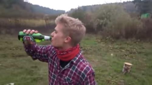 この発想はなかった!ビール瓶のフタを秒速であける超絶技法がスゴすぎる【動画】