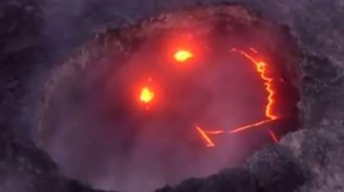 【不気味かわいい】火山の中に偶然ニコニコマークが出現!撮影者もびっくり!