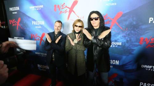 YOSHIKI&KISSジーン・シモンズがXポーズ! マリリン・マンソンも登場 X JAPANドキュメンタリー映画『We Are X』世界プレミア開催