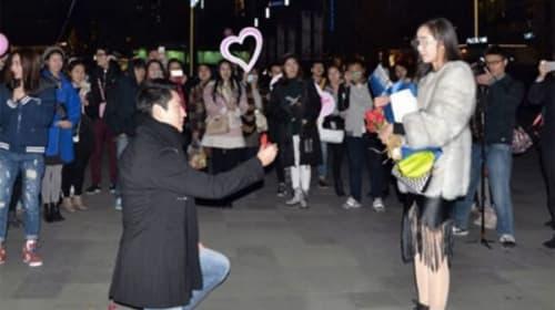中国で公開プロポーズが大失敗!指輪がショボすぎてフラれた男が切なすぎると話題に