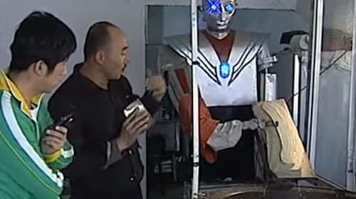 中国で見た目がアレにそっくりな「麺削りロボット」が登場、ひたすら削る姿がシュールすぎると話題に【動画】