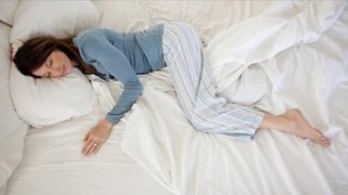 ベッドの右側と左側で人生の充実度が変わる?! 寝具メーカーの調査で明らかに