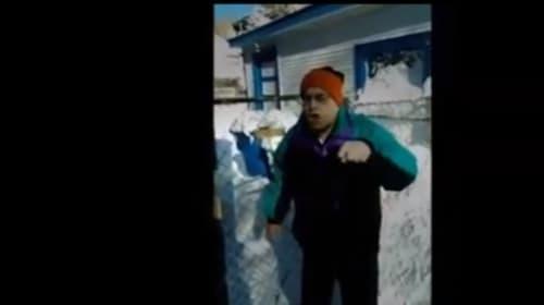 雪かきをめぐって隣人にブチキレまくるオジさんがネット上で話題に【動画】