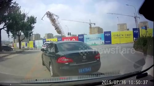 Huge tower crane suddenly collapses, killing the operator in China's Dalian