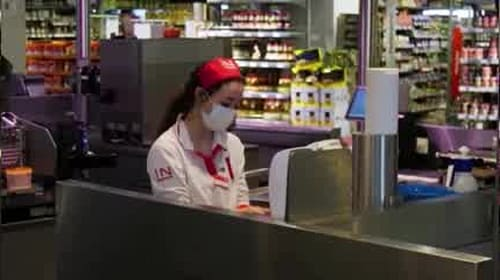 Austrian supermarkets hand out face masks before they become compulsory