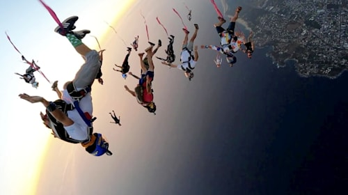 Skydivers pull off an amazing feat