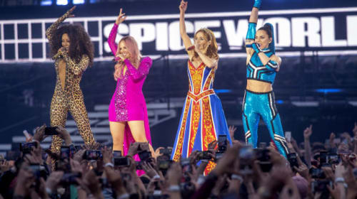 Spice Girls end tour with emotional apology
