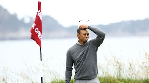 Tiger Woods struggles to get going on moving day