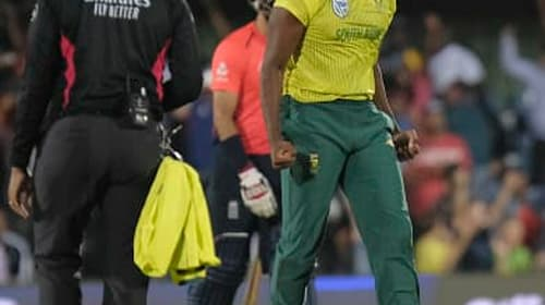 South Africa stage stunning late fightback to win first T20 against England