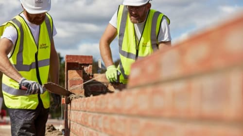 Taylor Wimpey cancels bosses' bonuses after construction sites close