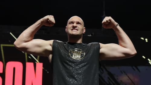 Tyson Fury a stone heavier for fight with Deontay Wilder