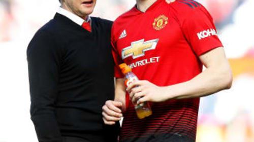 Manchester United midfielder McTominay backs boss Solskjaer