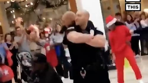 フラッシュモブでさらなるサプライズ!止めに来た警察官が一緒に踊りだす【映像】