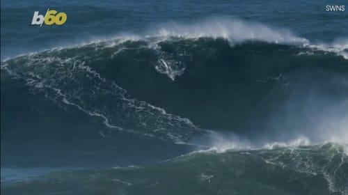 イギリス人サーファーが約30メートルのビッグウェーブを制す【映像】