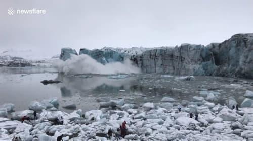 アイスランドで氷河が崩落!大きな波が観光客に押し寄せる一部始終【映像】