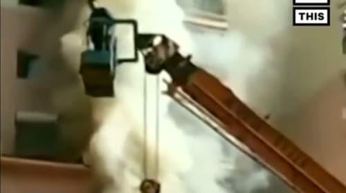 中国のビル火災で、19歳の青年がクレーン車を操縦し14人を救出!