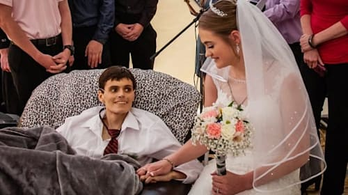 米国の男性が、がんで亡くなる5時間前に最愛の彼女と結婚式