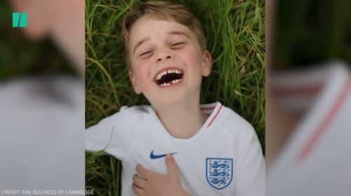 ジョージ王子が6歳に!乳歯の抜けた笑顔のかわいい記念写真が公開