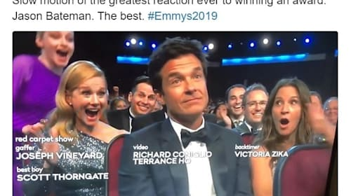 ジェイソン・ベイトマンによるエミー賞受賞の反応が秀逸と話題【映像】