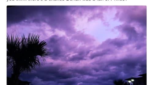 ハリケーン「ドリアン」通過後、空が一面紫色に