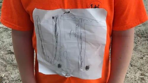 「テネシー大学Tシャツ」を自作していじめられた小学生に対する、同大学の粋な計らいとは?