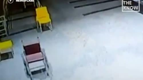 インドの病院で、勝手に車椅子が動き出す…【映像】