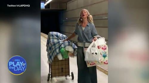 地下鉄のホームで美しい歌声を披露するホームレスの女性【映像】