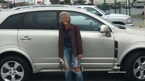 愛車が故障し約19km徒歩通勤していた60歳の女性に、同僚から粋なサプライズプレゼント!