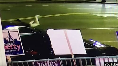 ボンネットに飛び乗って愛車の盗難を阻止する男性【映像】