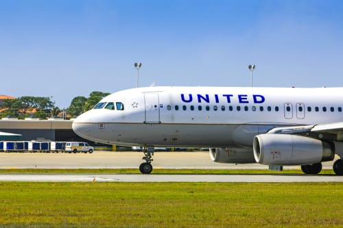 United Airlines CEO issues email apology to frequent flyers and