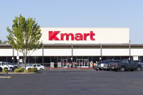 Kmart employee gives emotional announcement before the store closed