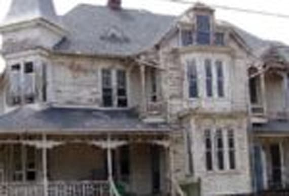 This Creepy 1887 House Was Uninhabitable, But They Restored It To Its Former Glory And