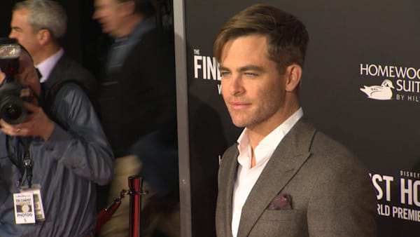 Is chris pine circumcised — photo 11