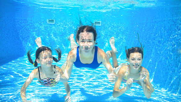 Why your eyes turn red in the pool - Why eyes get red in swimming pool ...