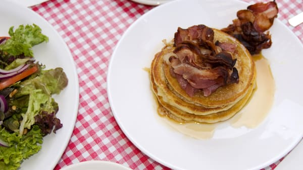how to make pancakes and bacon