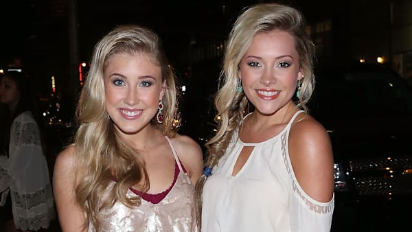 Maddie Amp Tae Perform Girl In A Country Song Aol Com